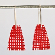 red weave short drop earrings