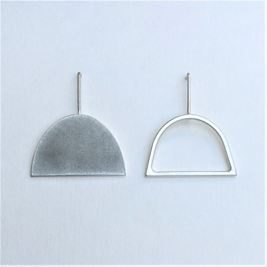 Violet grey shape + wire shape stud